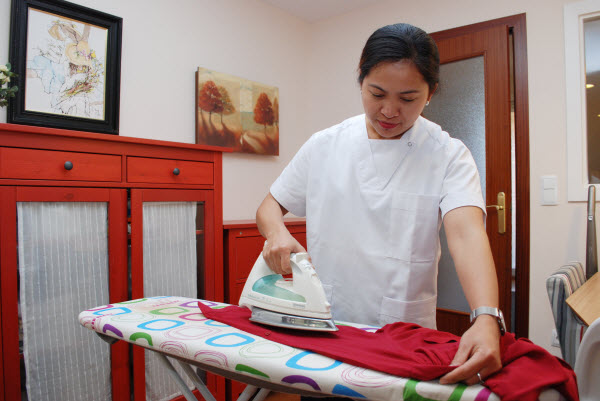 Gestione las tareas de casa eficazmente para su empleada de hogar