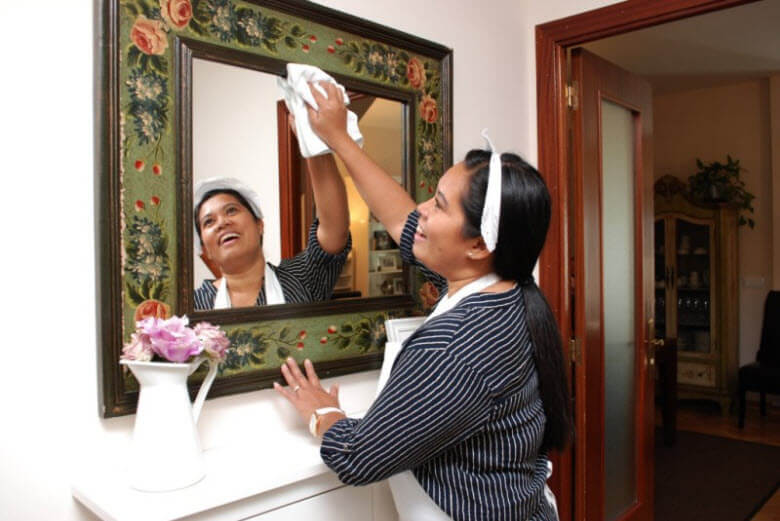 Que diferencia hay entre contratarlas en Espanya y hacer la seleccion en origen limpiando espejo