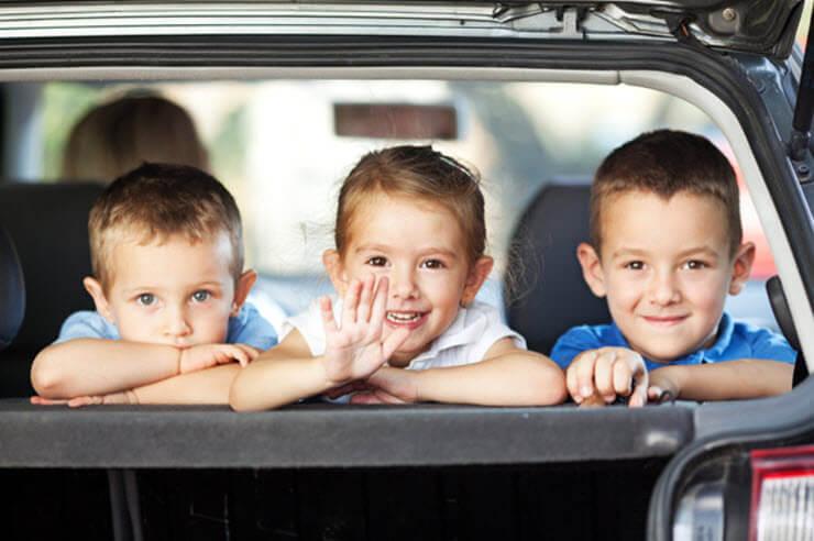 Cómo viajar con niños en coche largos trayectos