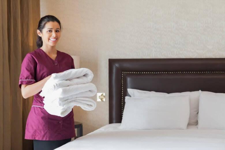 ¿Es pertinente que la pida a la empleada de hogar que use uniforme?