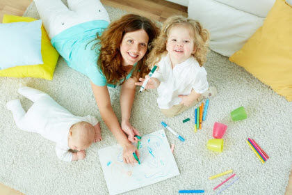 contrato de empleada de hogar para au pair- dos niñas dibujando