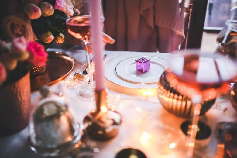 Soy empleada interna y me han invitado a celebrar las fiestas con la familia, ¿qué debo hacer?