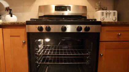 horno de cocina moderno y abierto