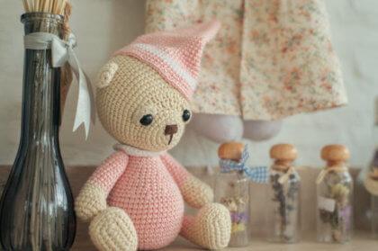 Cómo elegir productos seguros para tu bebé-Muñeco en la estantería
