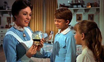 Prácticamente perfecta en todo-Mary Poppins cuidando niños