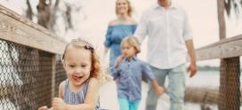 Consejos de etiqueta y modales para niños y mayores cuando van de visita