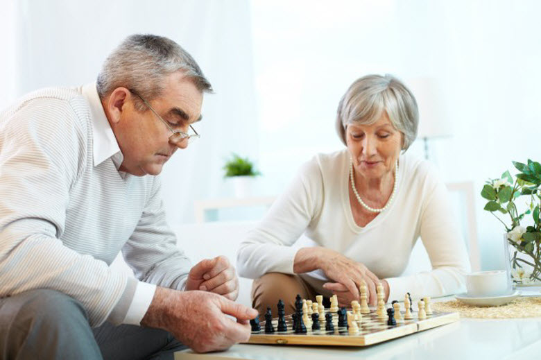 juegos para mayores jugando al ajedrez