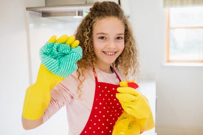 5 divertidas tareas del hogar para realizar con niños en verano