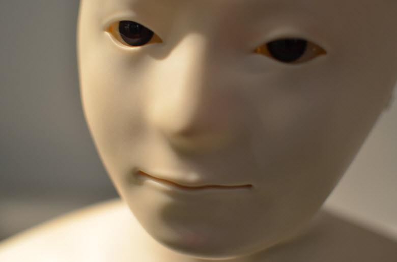 ara inexpresiva de robot