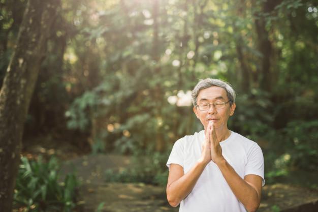 IKIGAI-hombre asiático rezando