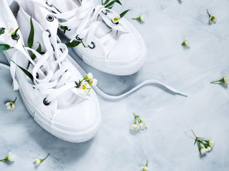 zapatillas de tenis con flores