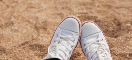 ¿Cómo puedo limpiar mis zapatillas blancas?