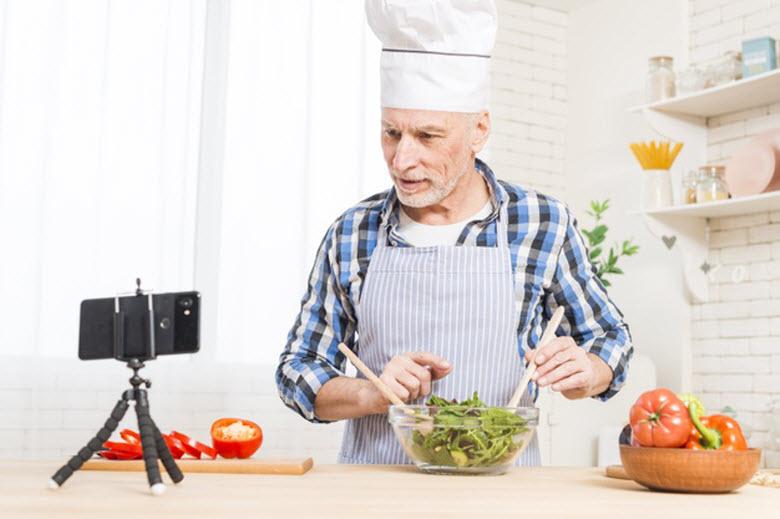 La tecnología para el cuidado de los perennials  (personas mayores)