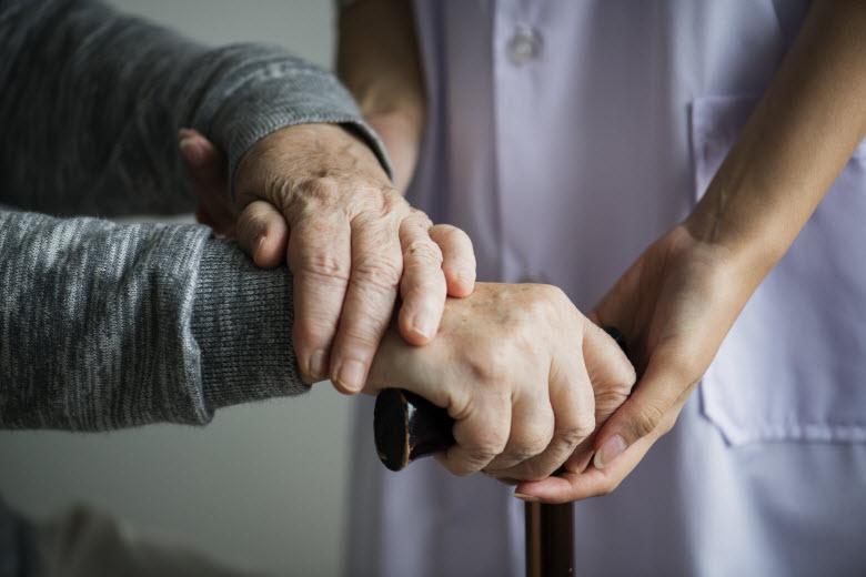 """""""Quédate con nosotros"""", el pueblo cacereño convertido en residencia de personas mayores"""